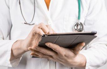 doctor-with-tablet-341x220 GŁÓWNA